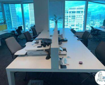 שולחן עבודה של משרד להשכרה במגדל דיסקונט תל אביב