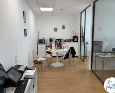 פינת אוכל של משרד להשכרה במגדל מידטאון בתל אביב
