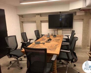 חדר ישיבות של משרד להשכרה ברחוב שונצינו שכונת מונטיפיורי