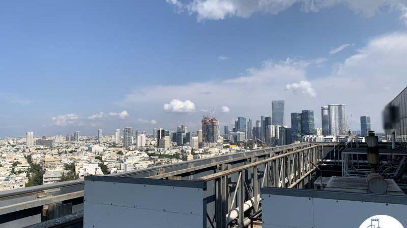 נוף של משרד להשכרה עם מרפסת בשדרות רוטשילד תל אביב