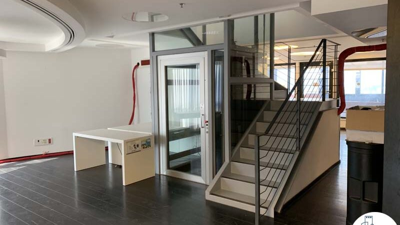 מעלית של משרד להשכרה עם מרפסת בשדרות רוטשילד תל אביב