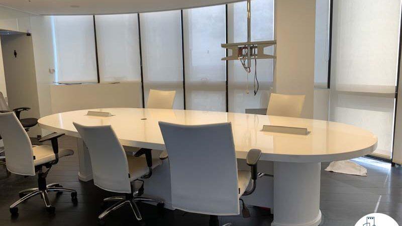 חדר ישיבות של משרד להשכרה עם מרפסת בשדרות רוטשילד תל אביב