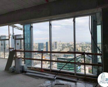 חלון של משרד למכירה במגדל סקיי טאוור תל אביב