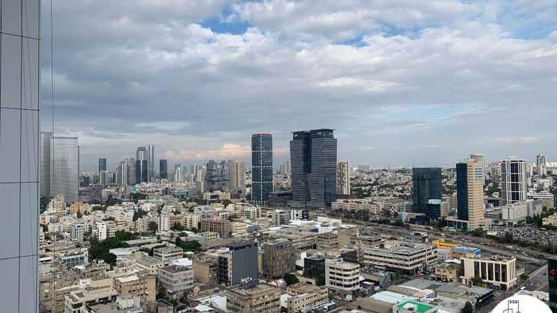 נוף מחלון של משרד למכירה במגדל סקיי טאוור תל אביב