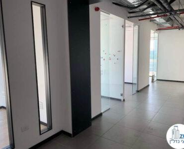 כניסה לחדרים של משרד להשכרה במגדל אלקטרה סיטי תל אביב