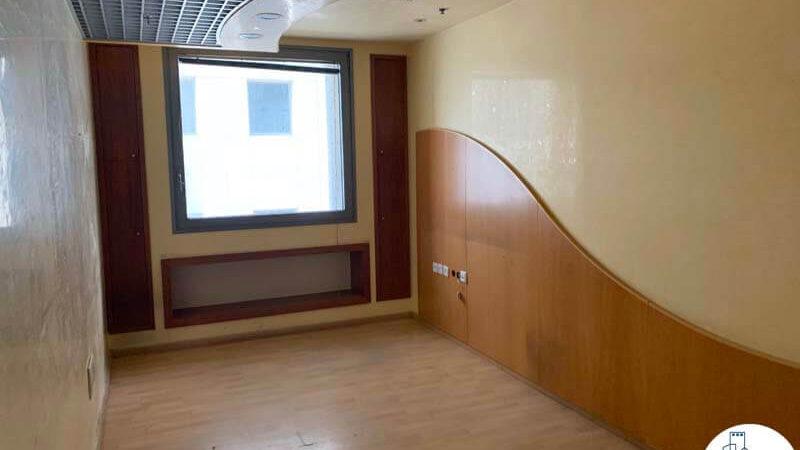 פינת כניסה של משרד להשכרה במגדל פלטינום תל אביב