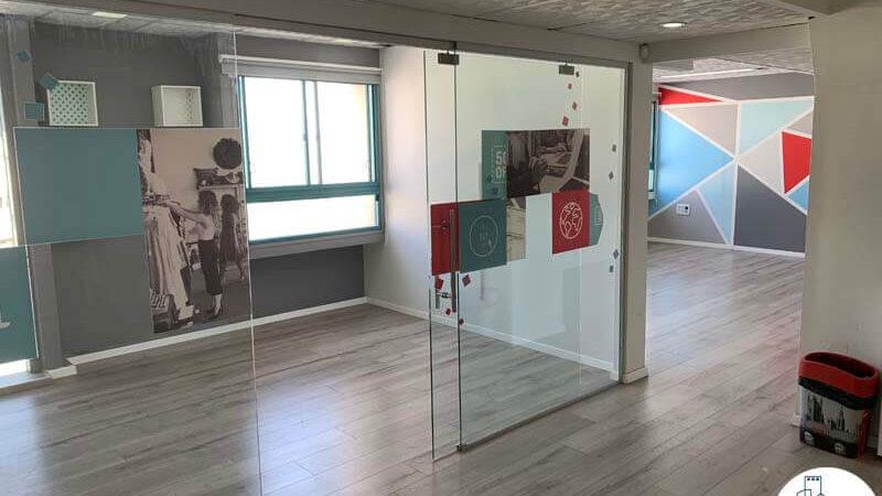 חדר ישיבות של משרד להשכרה במתחם יד חרותים תל אביב