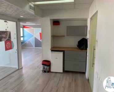 פינת כניסה של משרד להשכרה במתחם יד חרותים תל אביב