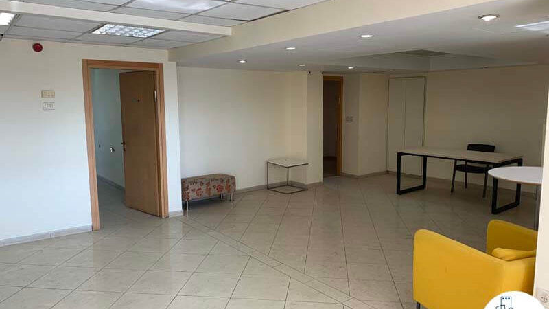 רחבת כניסת של משרד להשכרה במתחם יד חרותים תל אביב