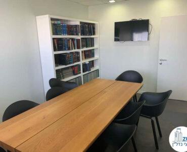 חדר ישיבות של משרד להשכרה במגדלי שקל תל אביב