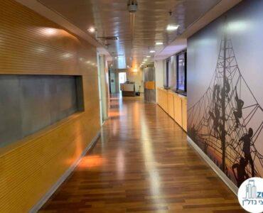 מסדרון של משרד להשכרה בבית הפירמידה בתל אביב