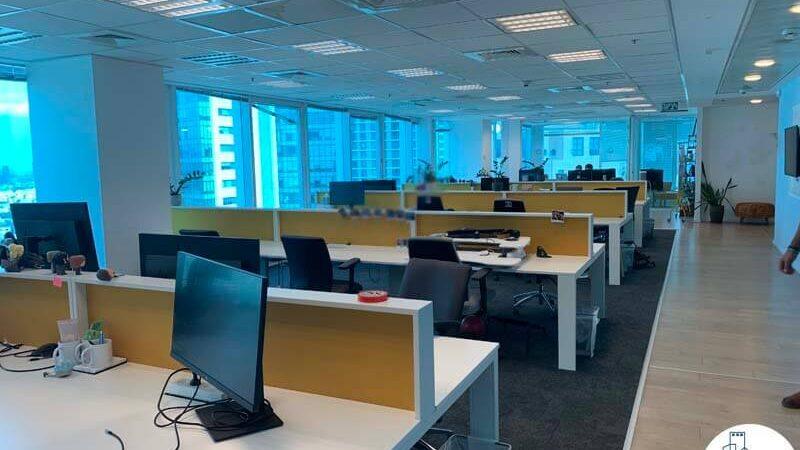 עמדות עבודה של משרד להשכרה במגדל דיסקונט תל אביב