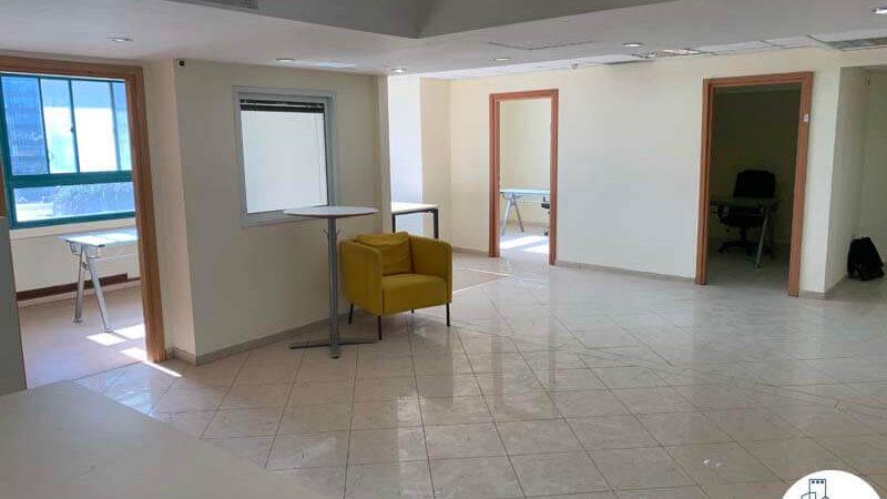 רחבת כניסה של משרד להשכרה במתחם יד חרותים תל אביב