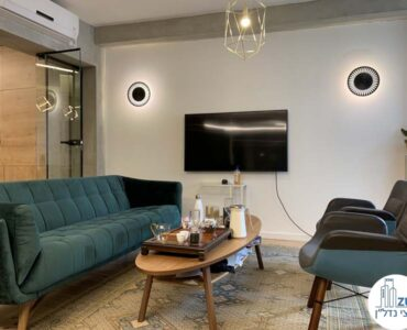 פינת ישיבה של משרד להשכרה במתחם רוטשילד תל אביב
