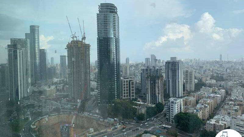 נוף מחלון של משרד למכירה במגדל רסיטל בתל אביב