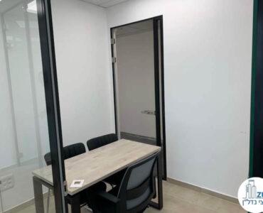 חדר עם שולחן של משרד להשכרה במגדל רסיטל תל אביב