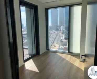 חדר עם יציאה למרפסת של משרד להשכרה מגדל רסיטל תל אביב