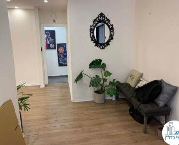 פינת כניסה של משרד להשכרה בציר יגאל אלון תל אביב
