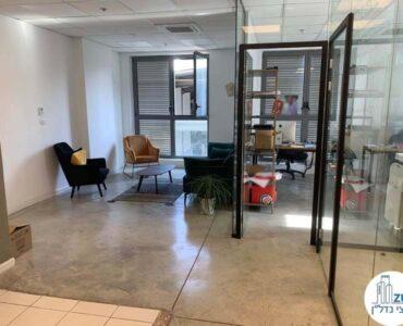 רחבת כניסה של משרד להשכרה בשכונת מונטיפיורי תל אביב