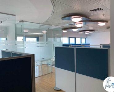 פינת כניסה של משרד להשכרה במגדל טויוטה תל אביב
