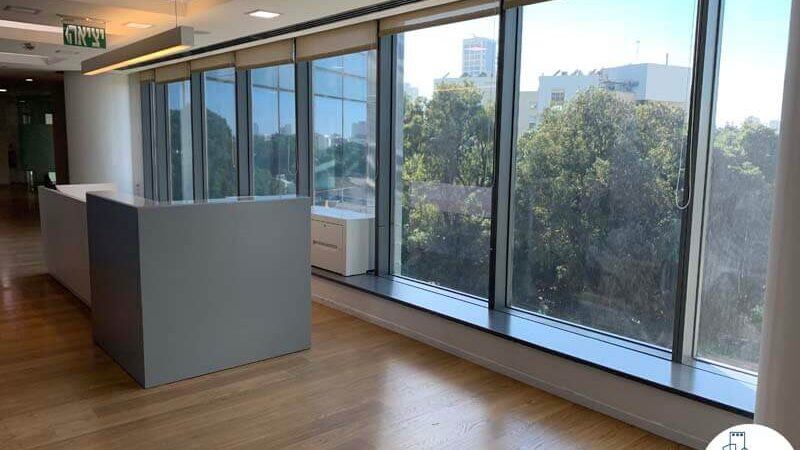 פינת קבלה של משרד להשכרה במגדל המוזיאון תל אביב