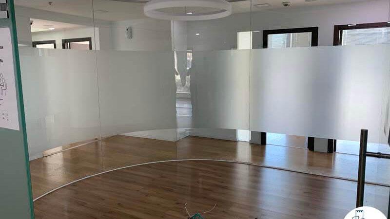 חדר ישיבות קטן של משרד להשכרה במגדל המוזיאון תל אביב