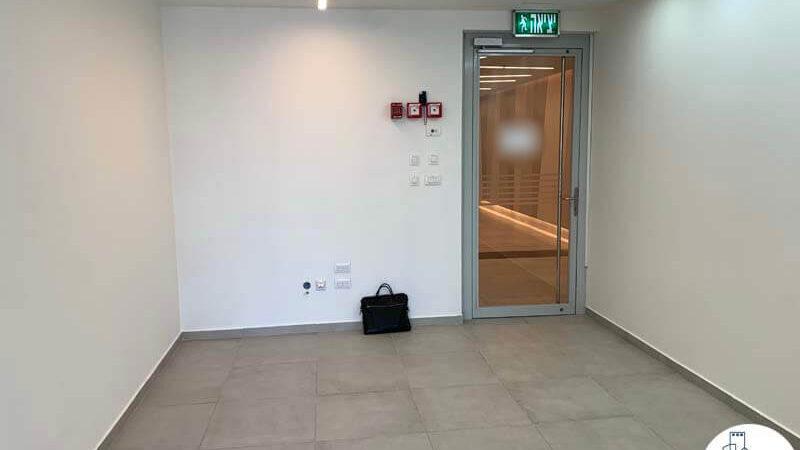 פינת כניסה של משרד להשכרה במגדלי אלון תל אביב
