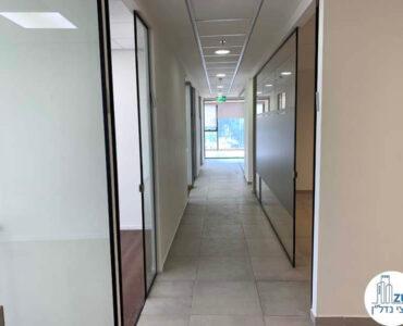 מסדרון של משרד להשכרה במגדלי אלון תל אביב