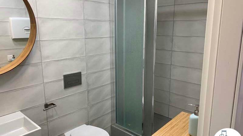 מקלחון של משרד להשכרה במגדלי אלון תל אביב