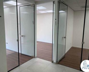 כניסה לחדרים של משרד להשכרה במגדלי אלון תל אביב