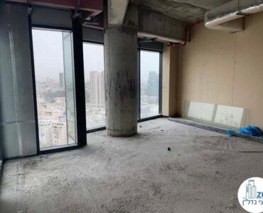 חלון במשרד של לקוחות מרוצים מעסקת מכירה במגדל רסיטל תל אביב