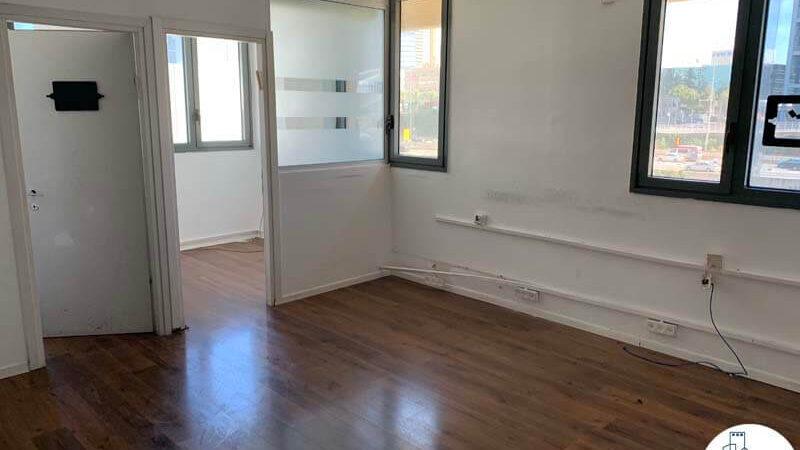 כניסה לחדרים של משרד להשכרה על שדרות יהודית תל אביב