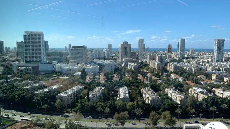 נוף לים מחלון של משרד להשכרה במגדל רסיטל תל אביב