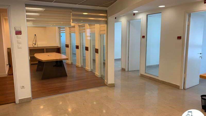 כניסה לחדר ישיבות של משרד להשכרה ליד רכבת השלום תל אביב