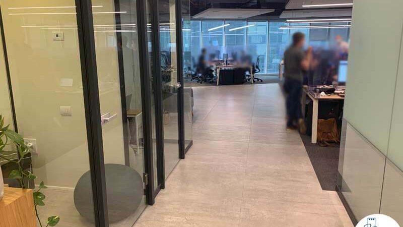 מסדרון של משרד להשכרה במגדל WE תל אביב