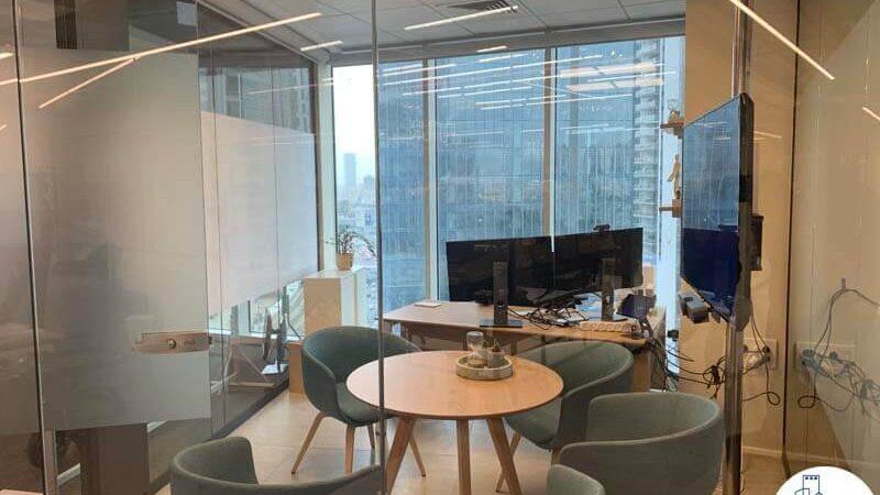 חדר ישיבות קטן של משרד להשכרה במגדל WE תל אביב