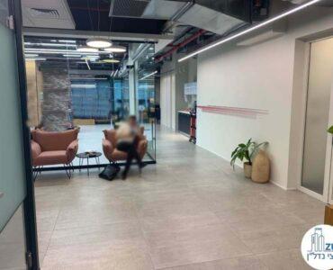 פינת כניסה של משרד להשכרה במגדל WE תל אביב