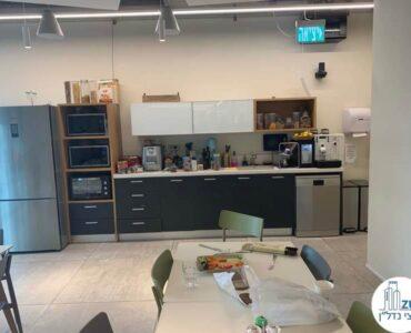 מטבח של משרד להשכרה במגדל WE תל אביב