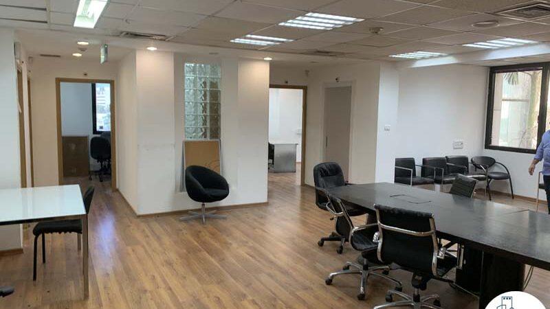 פינת כניסה של משרד להשכרה בבית אגיש רבד תל אביב