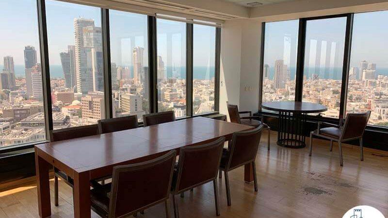 חדר ישיבות של משרד להשכרה בתל אביב במגדל לוינשטיין