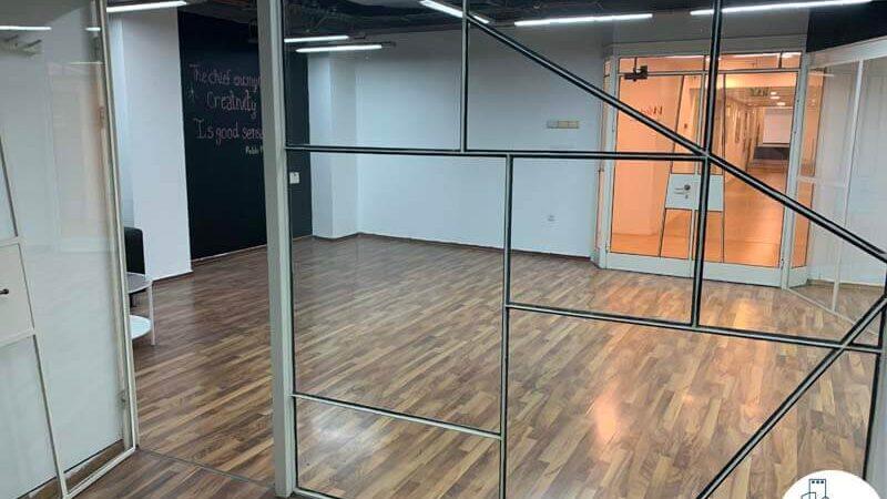 כניסה לחדר של משרד להשכרה במתחם שרונה במגדל פלטינום תל אביב