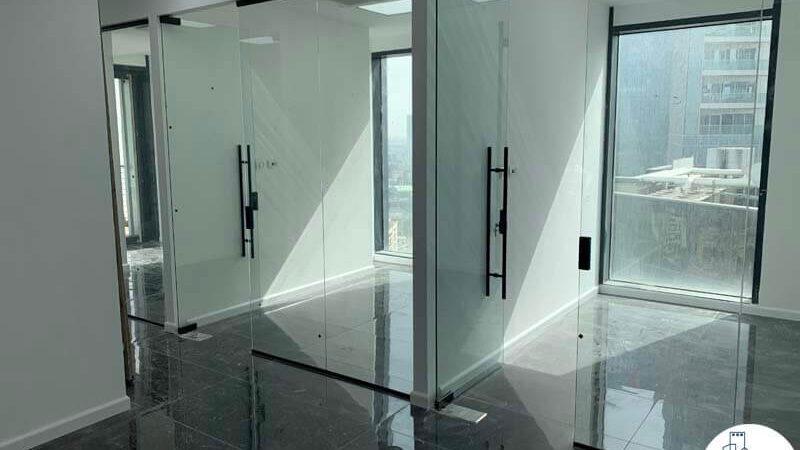 כניסה לחדרים של משרד להשכרה בתל אביב במגדל רסיטל