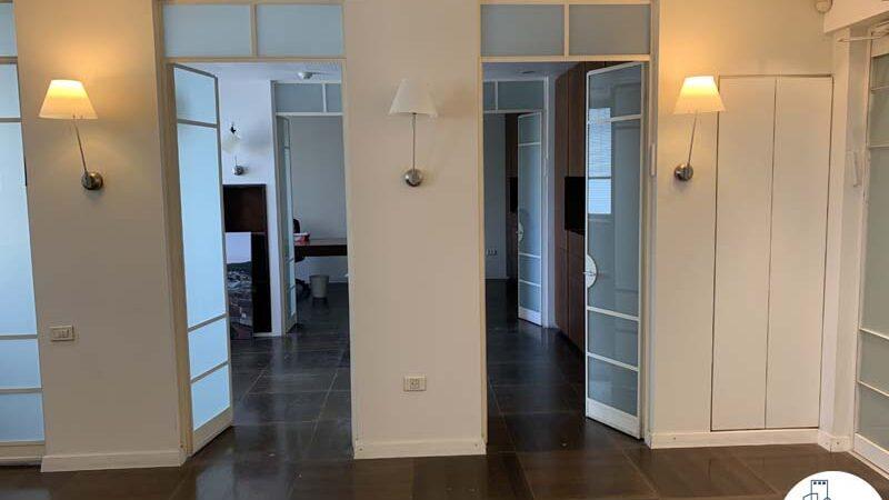 כניסה לחדר של משרד להשכרה בתל אביב במתחם רוטשילד