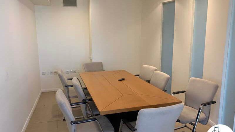 חדר ישיבות של משרד להשכרה בכיכר הבימה תל אביב