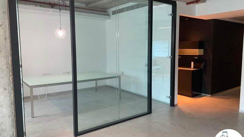 כניסה לחדר של משרד להשכרה בתל אביב במגדל טויוטה