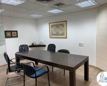 חדר ישיבות של משרד להשכרה על ציר מנחם בגין תל אביב