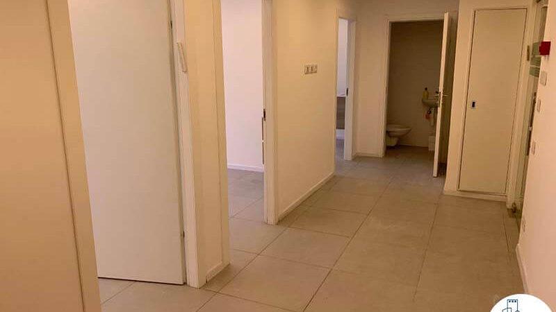 כניסה לחדרים של קליניקה להשכרה בבית הרופאים תל אביב