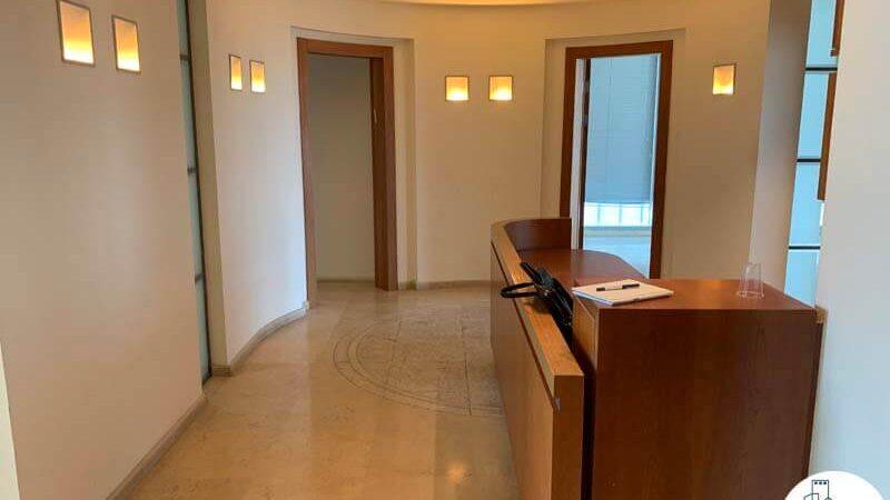 פינת כניסה של משרד להשכרה במגדל אלרוב מתחם רוטשילד תל אביב